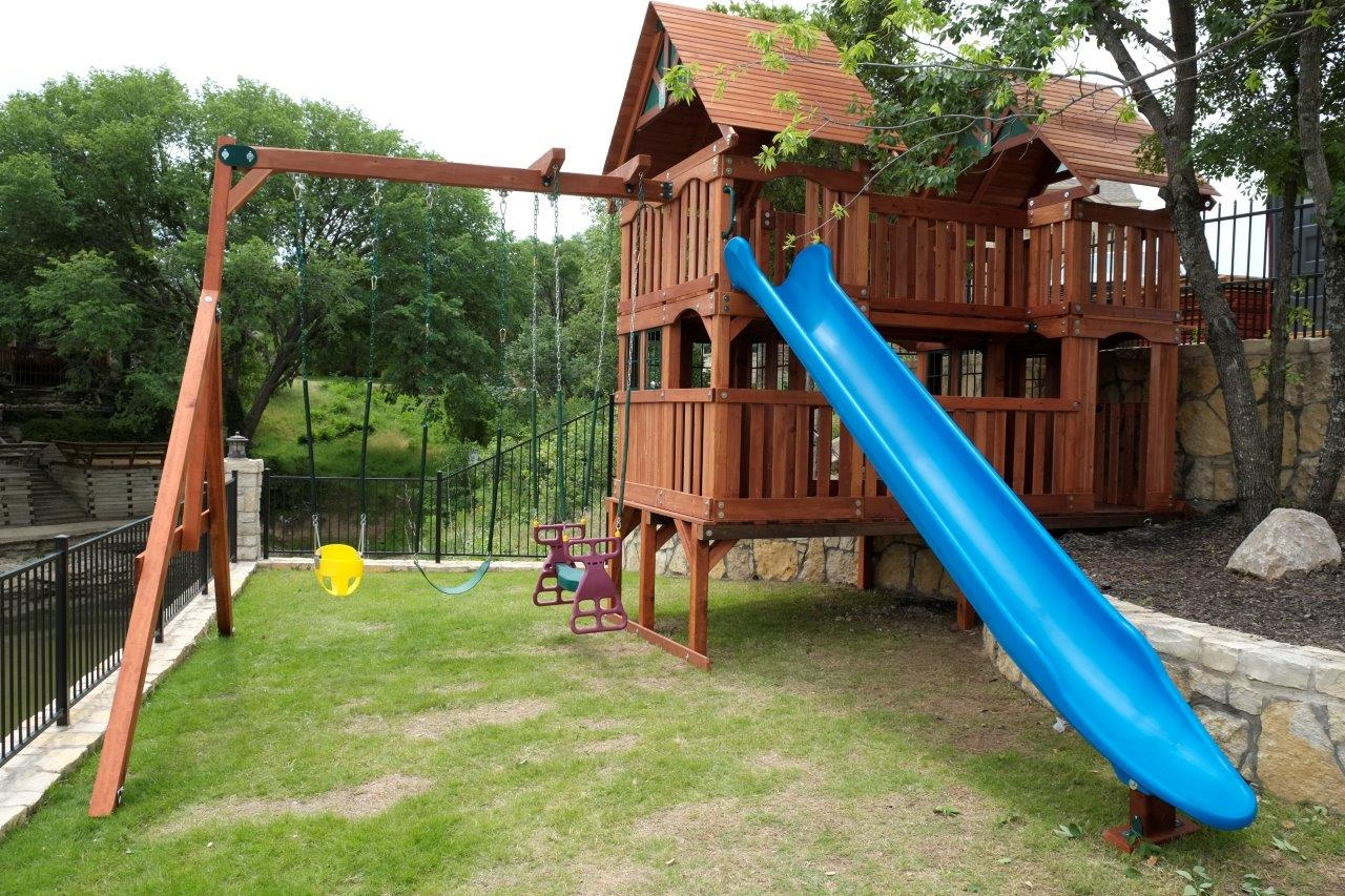 Custom Backyard Playsets : Custom Wooden Swing Sets